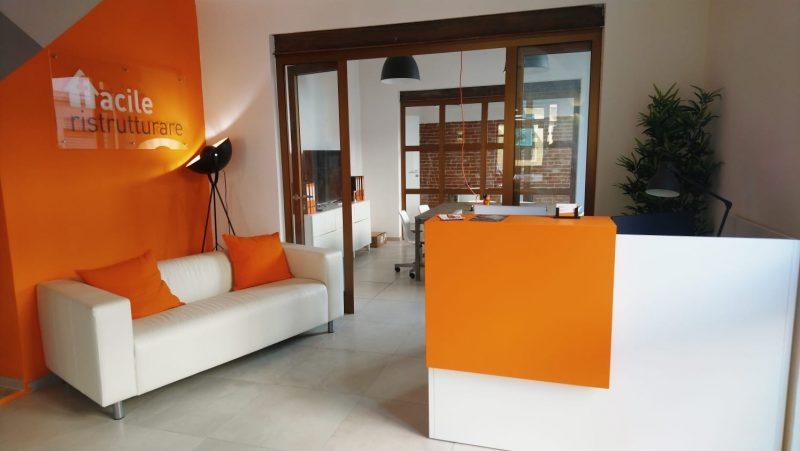 Desk dello store dedicato alla ristrutturazione edilizia di Livorno