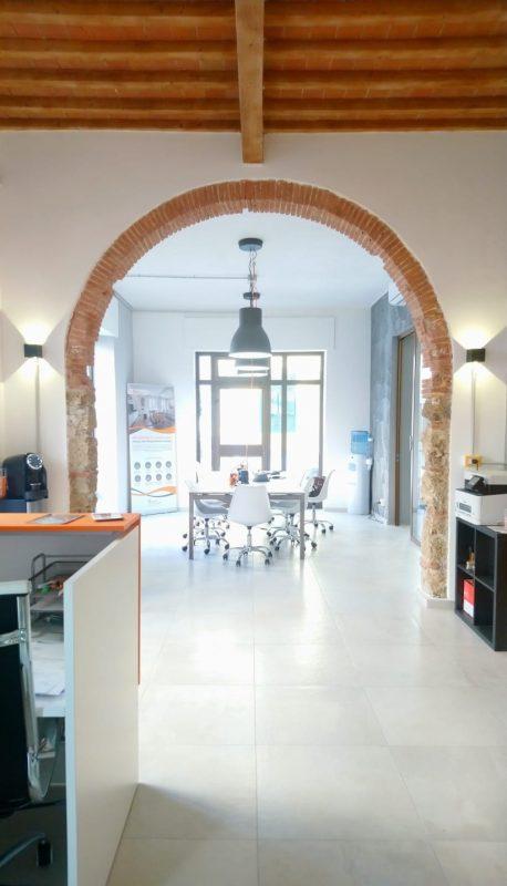 Arco all'interrno dello store di Livorno Facile Ristrutturare