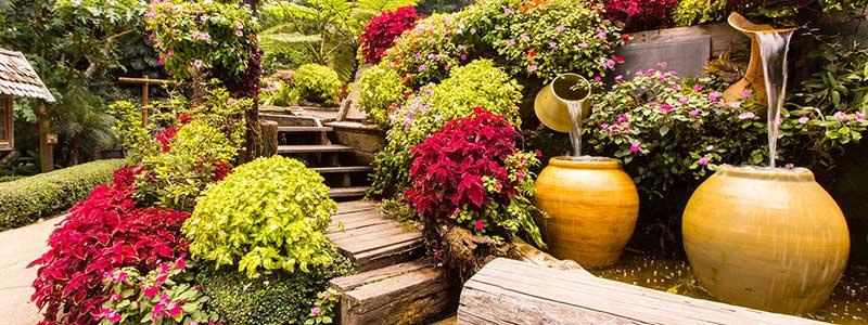 arredare giardino vasi