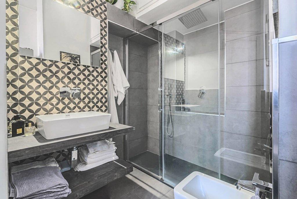 cementine-in-bagno-parete