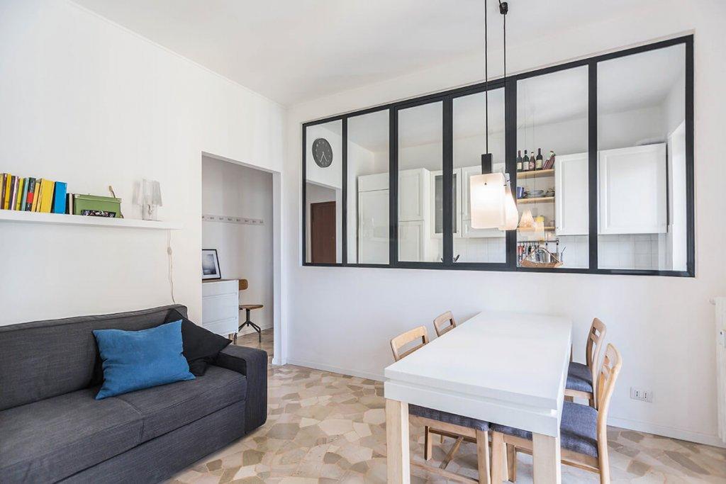 Come separare il soggiorno dalla cucina con le pareti in for Soggiorno milano