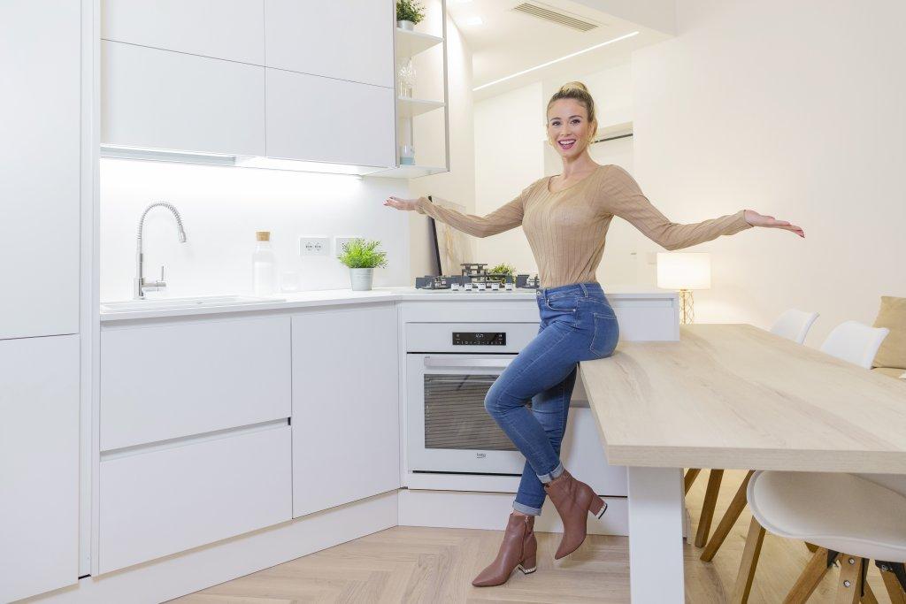 La regina del calcio in TV nella sua nuova cucina da VIP