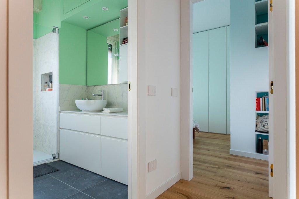 Nuovi colori per le pareti di bagni e camera da letto a casa Camihawke