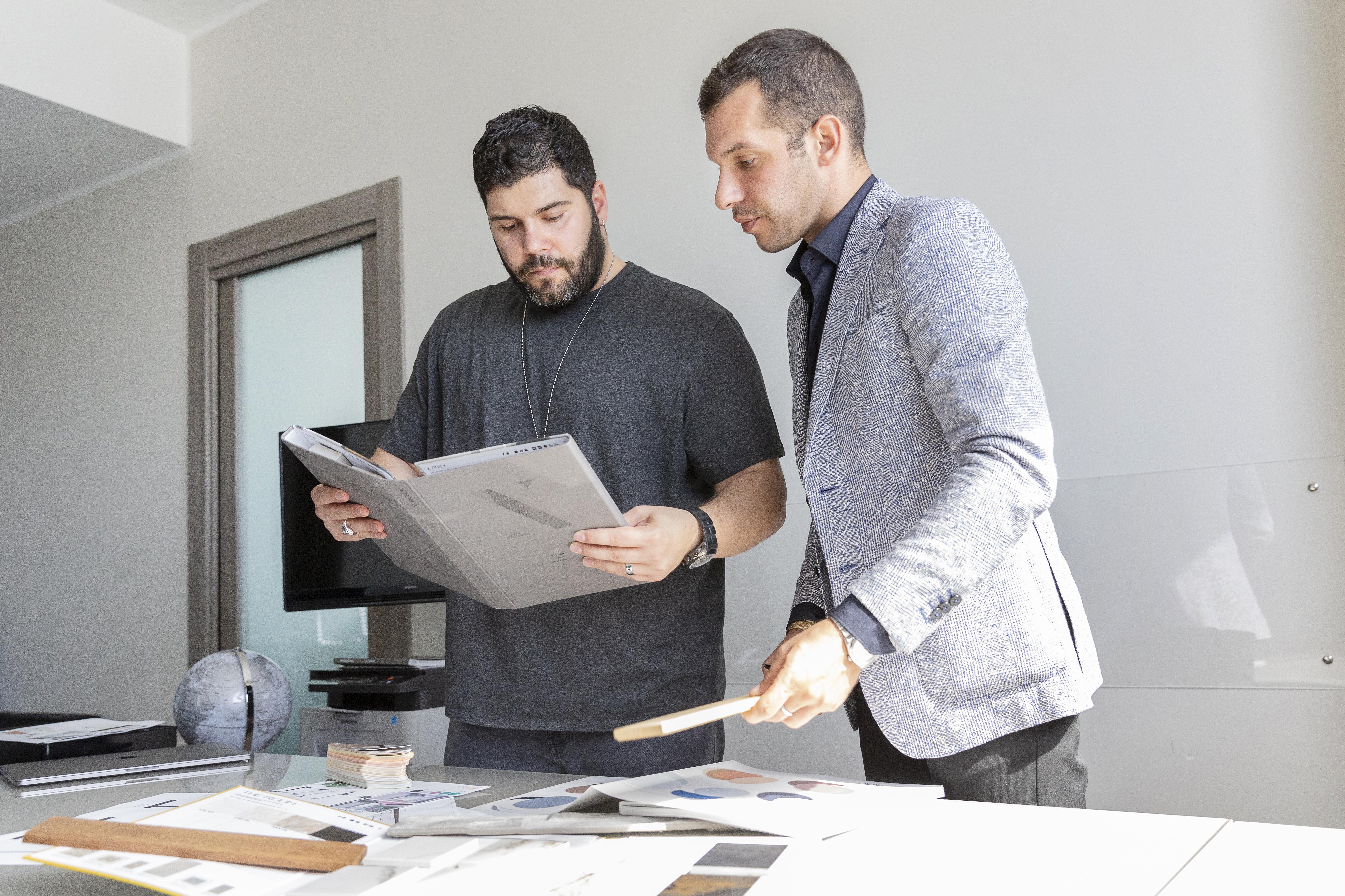 Alberto Vanin con Salvatore Esposito per la consulenza su arredo e restyling della casa di Roma appena acquistata