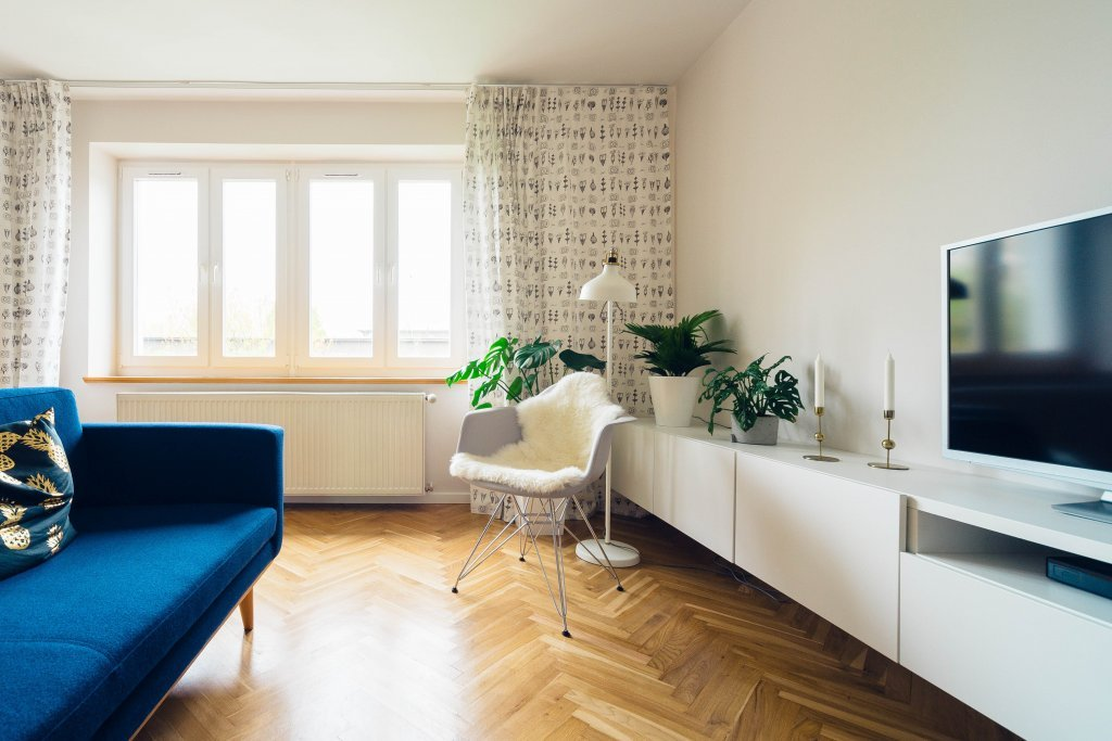 Tinteggiatura delle pareti con abbinamento dei colori ai mobili