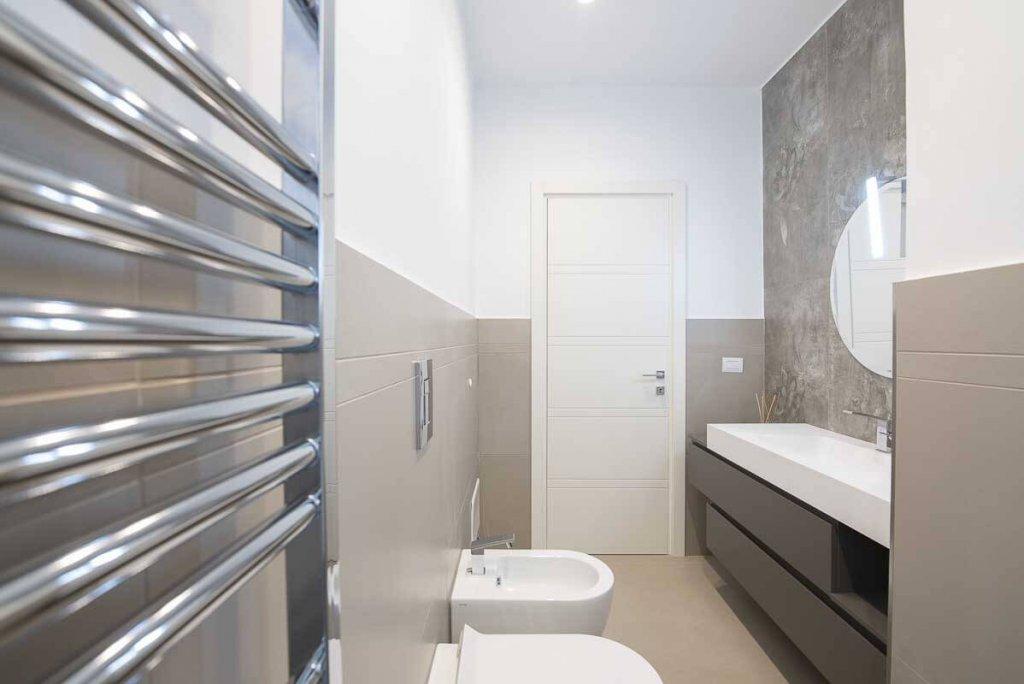 Bagno moderno progettato dall'Arch. Sannino a Napoli