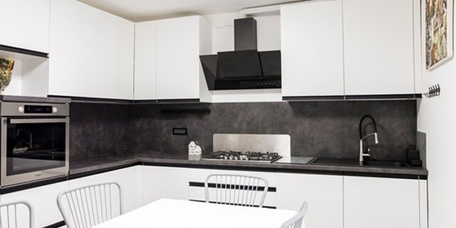 Cucina stile moderno contemporaneo bianca e nera | FacileRistrutturare