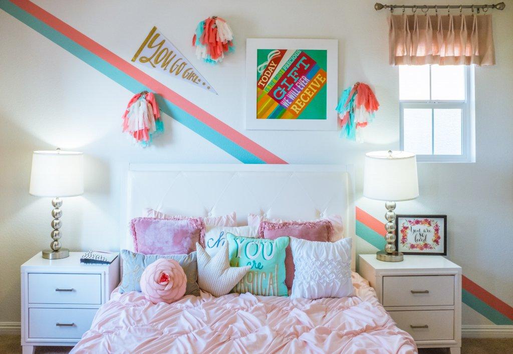 cameretta letto coperte rosa
