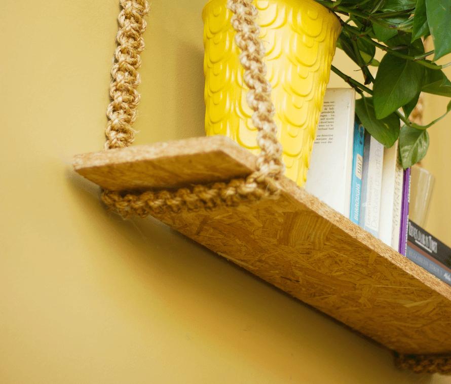 Mensola con vaso e libri realizzata con corda e materiali di recupero   FacileRistrutturare